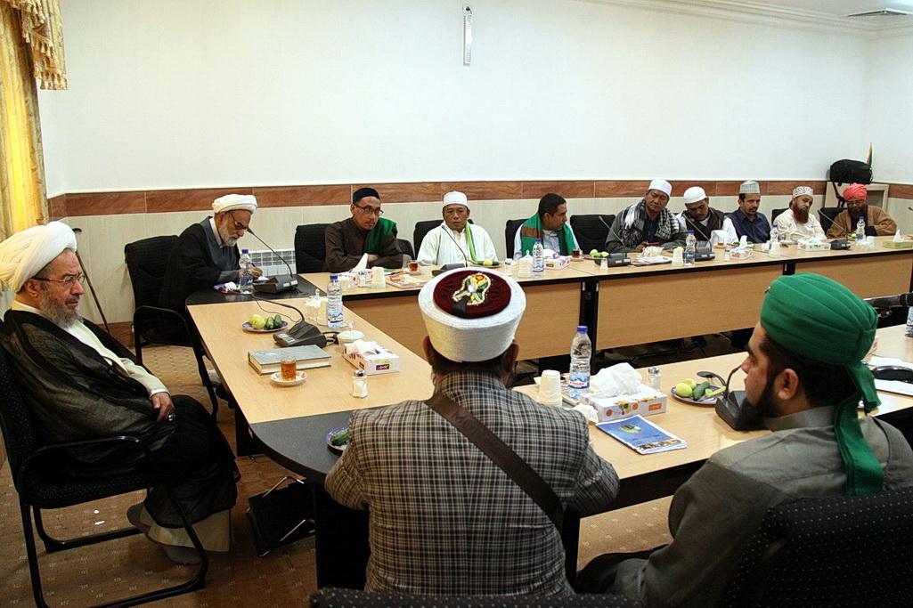 آیت الله مقتدایی در دیدار جمعی از علمای کشورهای هند و اندونزی