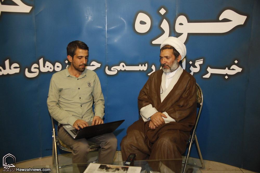حجت الاسلام زمانی معاون بین الملل حوزه در غرفه خبرگزاری حوزه