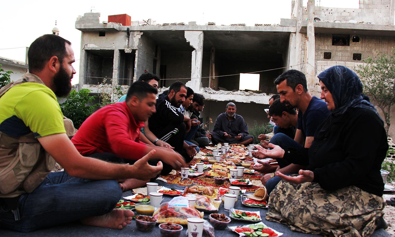 مسلمانان سوریه روزه خود را در شمال حمص