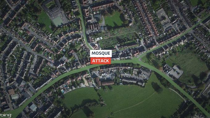 شکستن پنجرههای مسجد سامرست انگلیس با انگیزههای نژادپرستانه