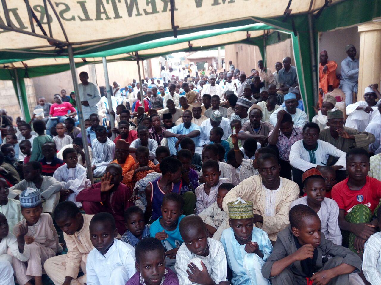 مولودی خوانی شیعیان نیجریه در مجلس ولادت امام رضا (ع)