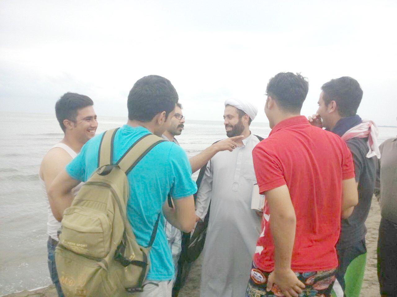 فعالیت طلاب در سواحل گیلان