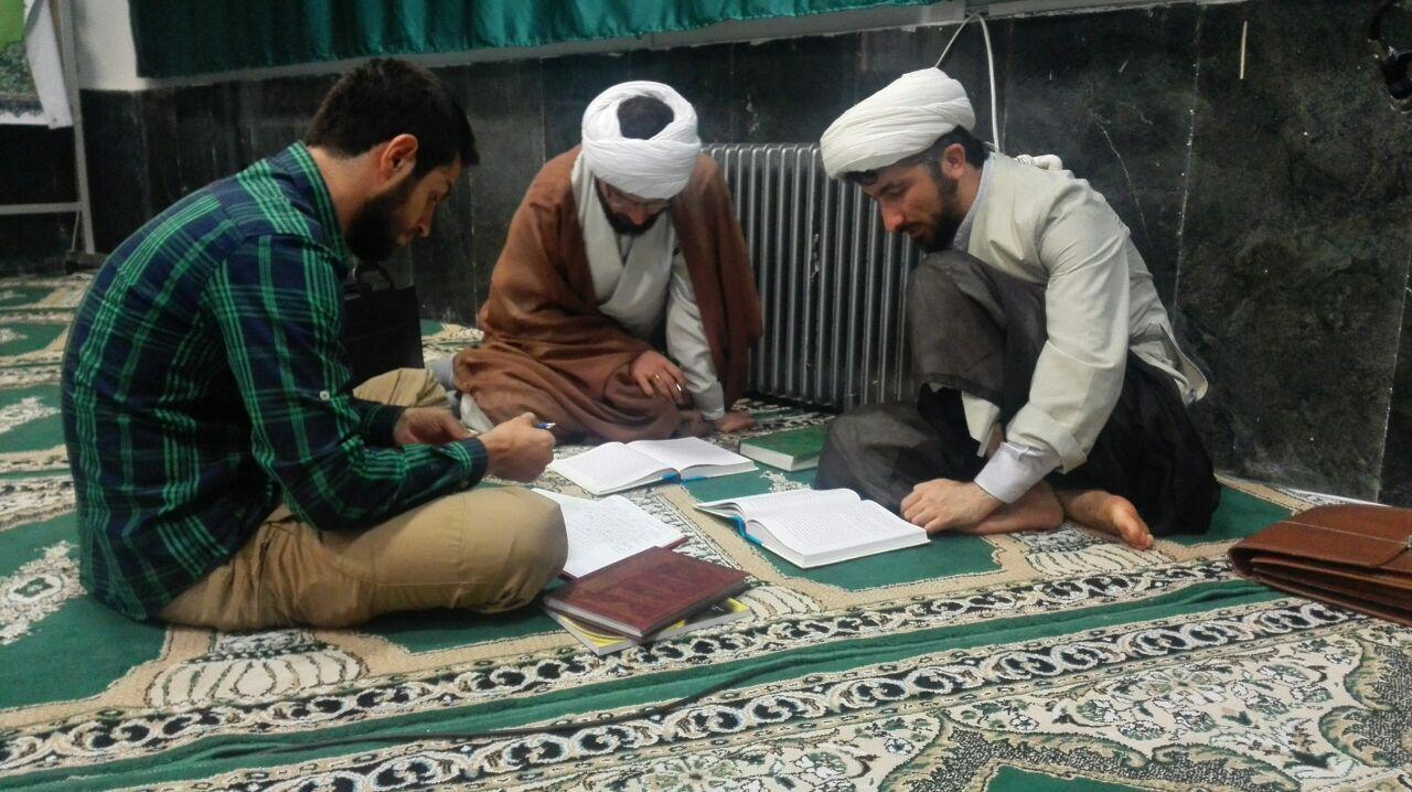 نتیجه تصویری برای جلسه مباحثه طلاب در مسجد