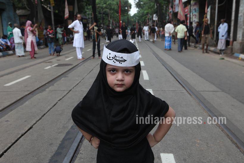 دختربچه مسلمان در مراسم عزاداری حسینی در کلکته
