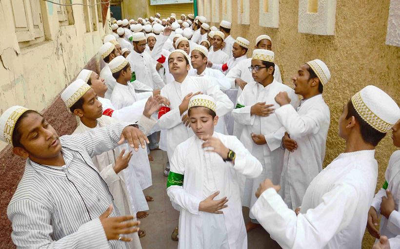 مراسم عزاداری اعضای جامعه شیعیان داوودی بوهرا به مناسبت محرم در اوجاین، مادها پرادش