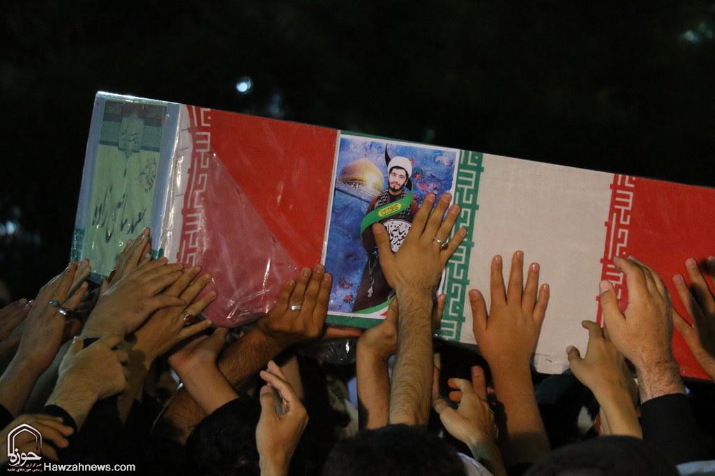 تصاویر/ مراسم وداع طلاب با شهید مدافع حرم حجت الاسلام سعید بیاضی زاده