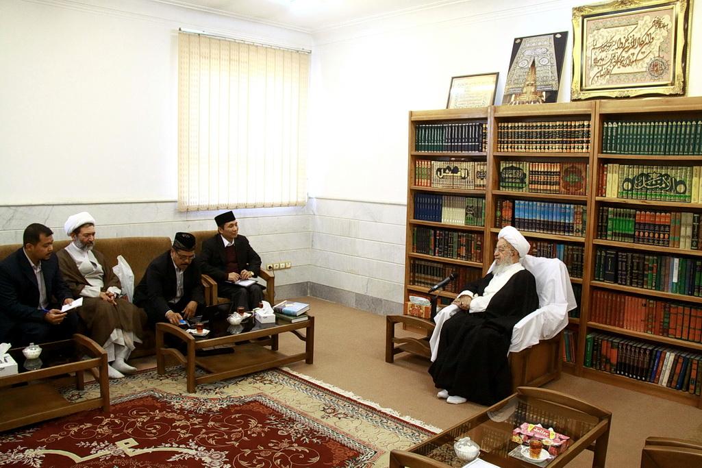 حضرت  آیت الله مکارم شیرازی ظهر امروز در دیدار مقامات وزارت امور دینی اندونزی