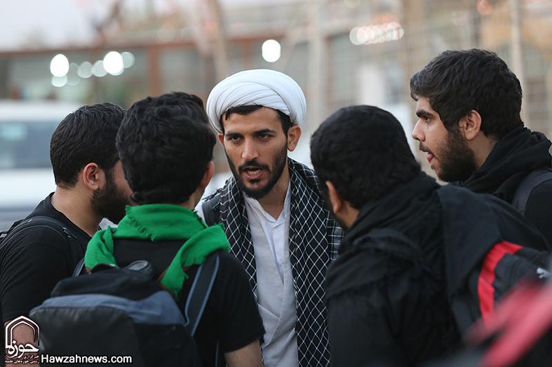 نگاهی به فعالیت تبلیغی طلاب و روحانیون در پیاده روی اربعین حسینی