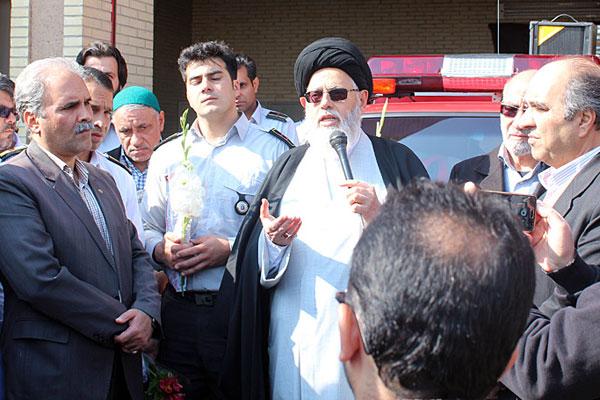 بازدید حوزویان و مسئولان استان یزد از ایستگاه آتش نشانی و قدردانی از زحمات آنان