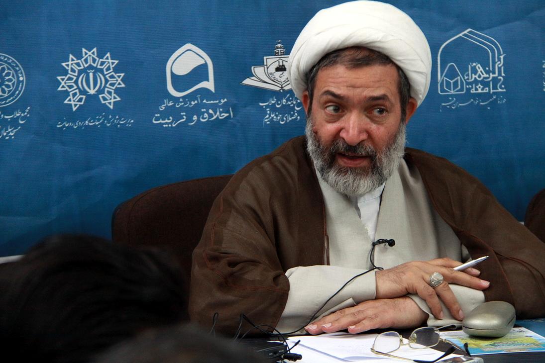 حجت الاسلام والمسلمین زمانی، مسئول دفتر اجتماعی سیاسی حوزه های علمیه  ا