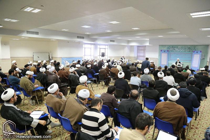 تصاویر/ نشست انجمن روان شناسی حوزه با آیت الله العظمی مکارم