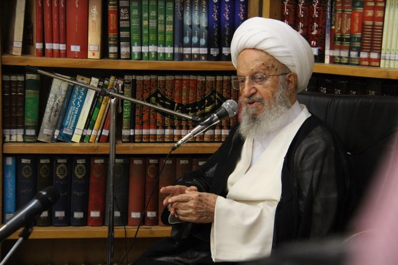 حضرت آیت الله مکارم شیرازی در دیدار دانش آموزان دبستان مدرسه هاجر ناحیه دو قم