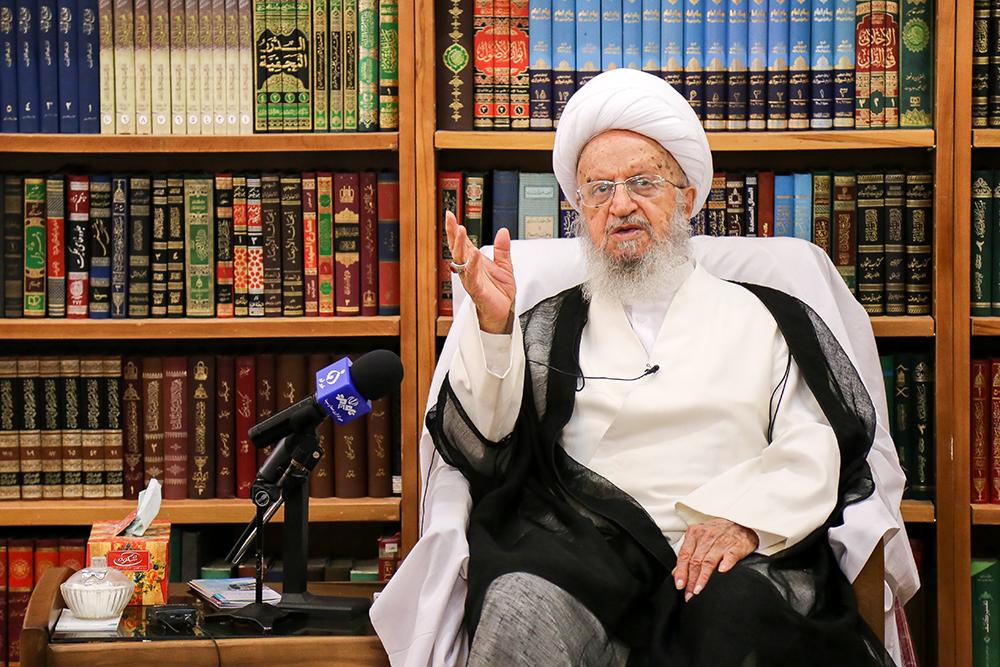 سونوگرافی واژینال قم قیمت عکس از خانم باحجاب در حال نیایش- امامزاده حمزه قم.jpg.