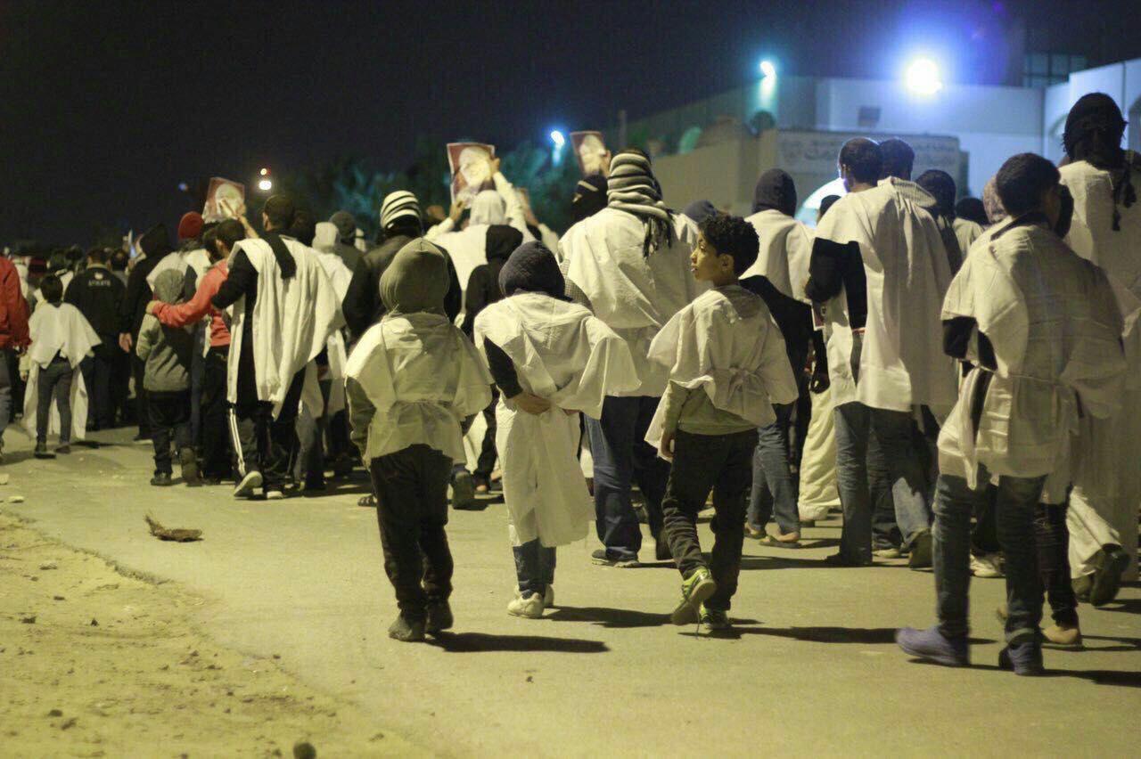 صدها کفنپوش اطراف بیت شیخ عیسی قاسم تجمع کردند