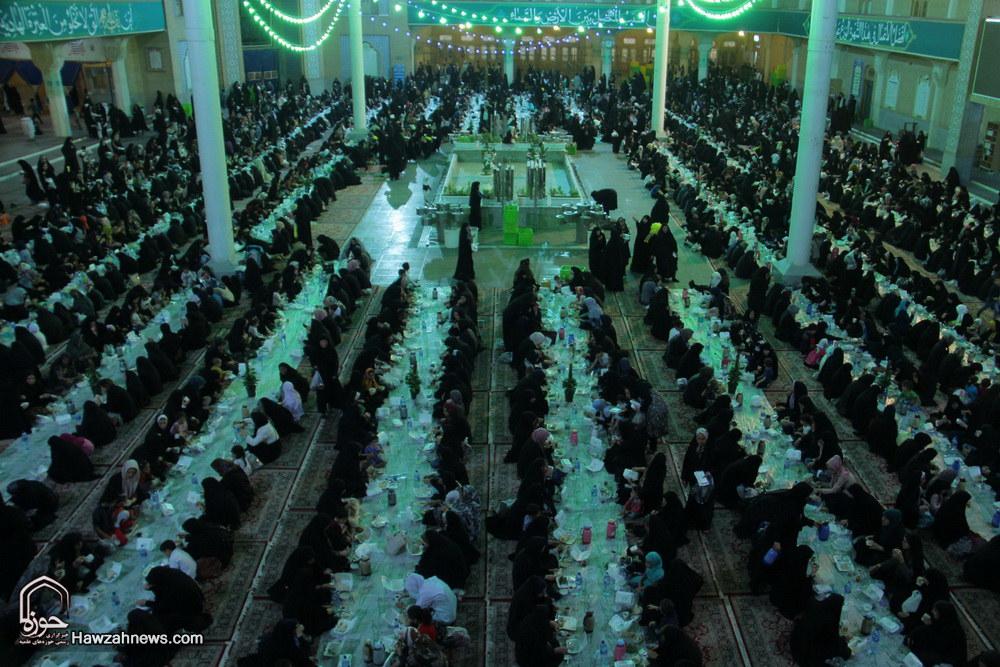 تصاویر/ ضیافت افطاری حرم حضرت معصومه(س)
