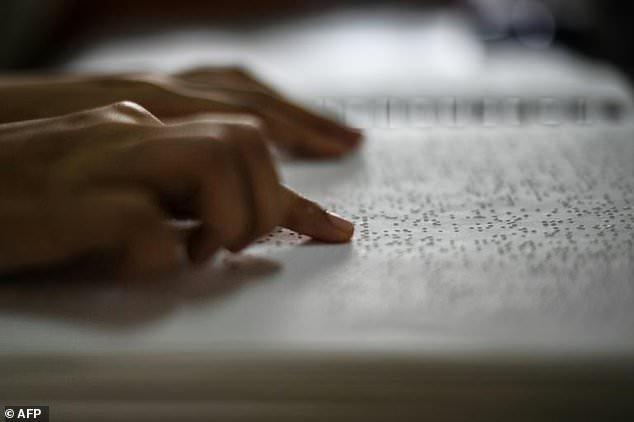 دانش آموزان نابینا در مالزی قرآن را با خط بریل حفظ میکنند