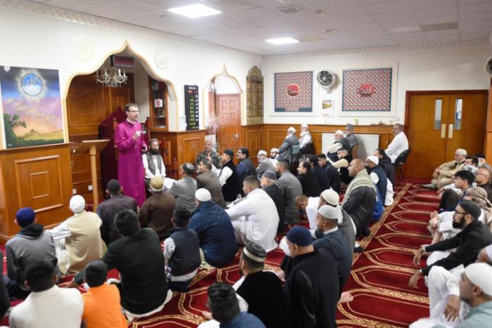 دعوت از اسقف مسیحی در مراسم جشن عید فطر در انگلیس