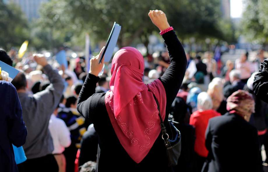 مادر و دختر محجبه در لندن، به خاطر مسلمان بودن سیلی خوردند