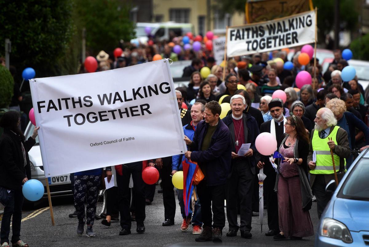 پیادهوری میان ادیانی در اکسفورد برگزار شد + تصاویر