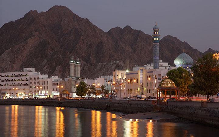 افزایش مساجد و مراکز اسلامی در عمان، کاهش واعظان و روحانیون دینی