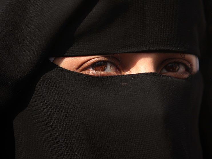 مدرسهای در لندن زدن پوشیه را برای مادر مسلمان ممنوع کرد