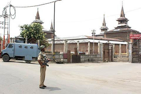 واکنش سازمانهای دینی کشمیر از ادامه تعطیلی مسجد جامع