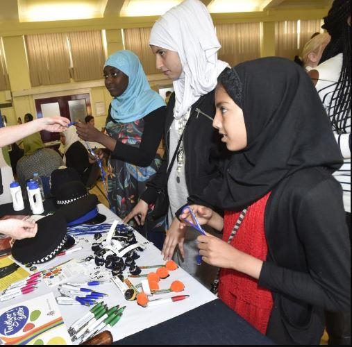 صدها نفر در مراسم روز خانوادگی مسلمانان در انگلیسی شرکت کردند