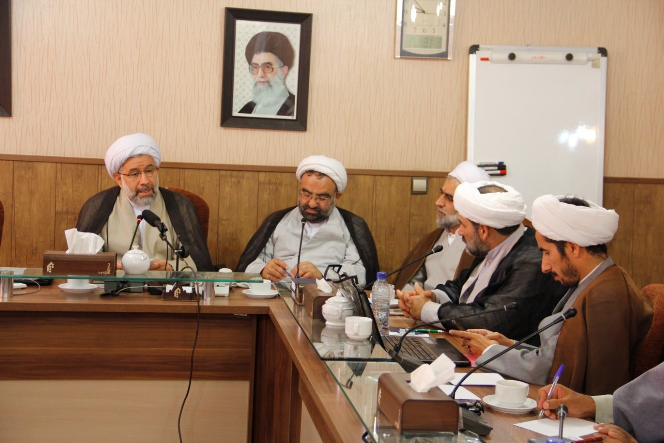 حجت الاسلام عباسی - معاون آموزش جامعه المصطفی
