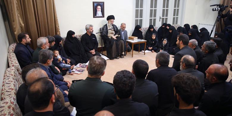 خانواده شهید محسن حججی با رهبر معظم انقلاب