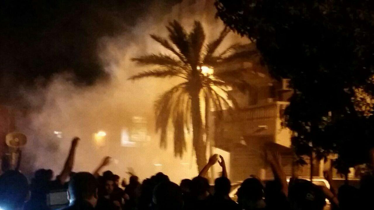 نیروهای آل خلیفه با گاز سمی موکب عزاداری امام رضا (ع) را مورد هجوم قرار دادند/بحرین