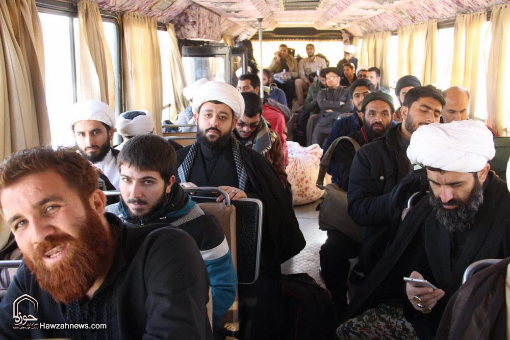 طلاب داوطلب حوزه علمیه قم به مناطق زلزله زده اعزام شدند