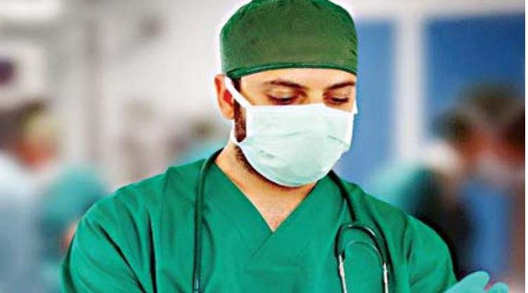جراح هندو بانوی مسلمان را مجبور به خواندن آواز «کریشنا» کرد!