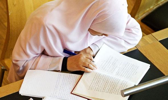 ممنوعیت حجاب در مدرسه بمبئی خشم عمومی را برانگیخت