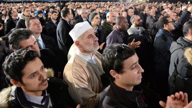 یادبود قربانیان حمله به مسجد کبک در سرتاسر کانادا برگزار شد