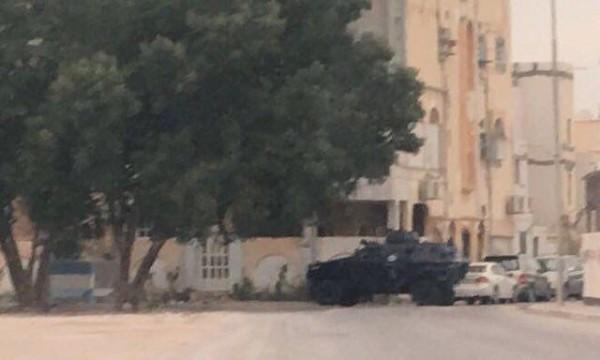 نیرو های امنیتی در مقابل منزل شیخ عیسی قاسم
