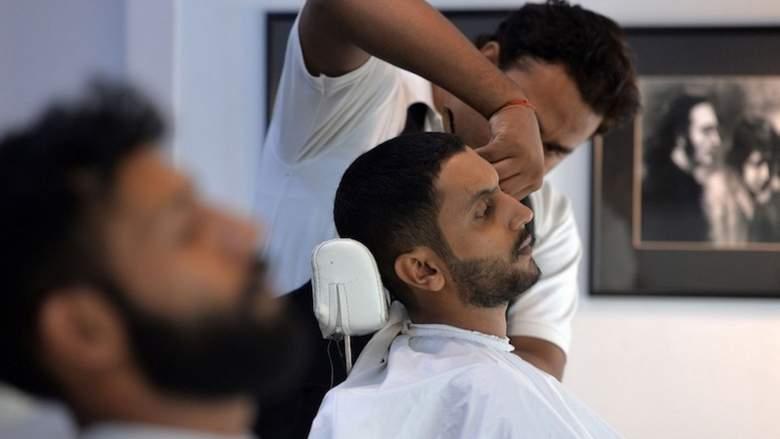 آرایشگران مردانه در پاکستان: سبک موی فرانسوی و انگلیسی نمی زنیم