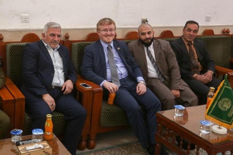 سفیر کانادا در عراق در حرم امام علی(ع)
