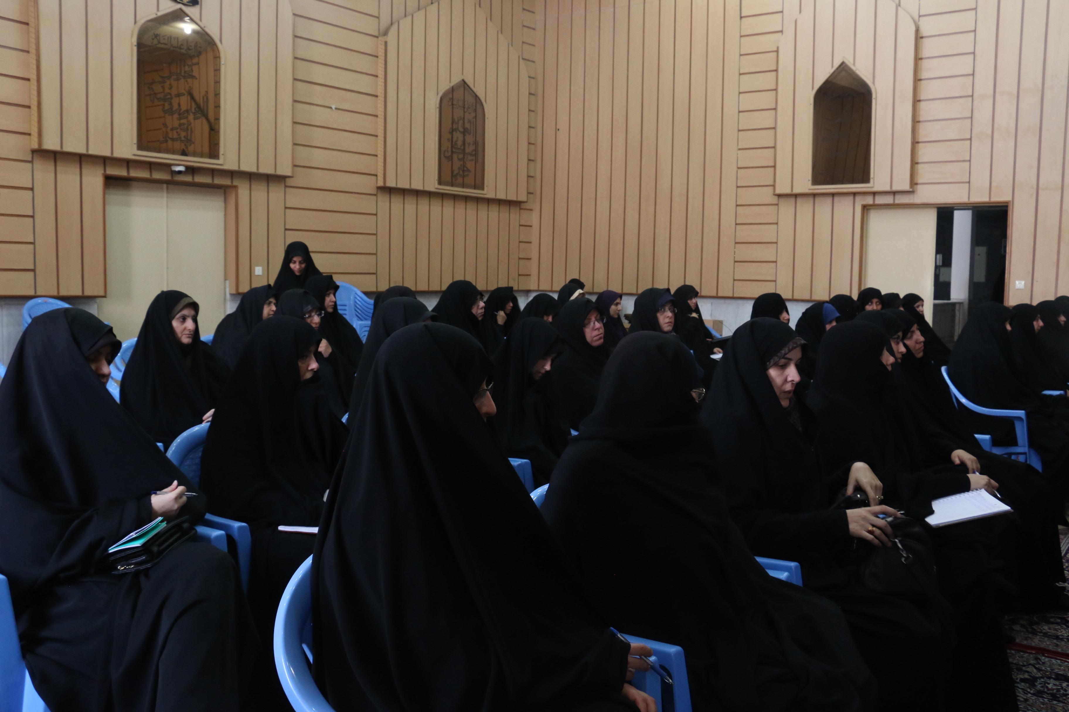 طلاب مدرسه علمیه خواهران فاطمة الزهرا(س) اردکان