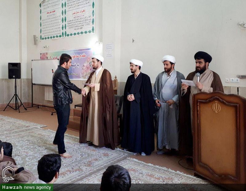 تصاویر/ تجلیل از طلاب برتر مدرسه علمیه کامیاران