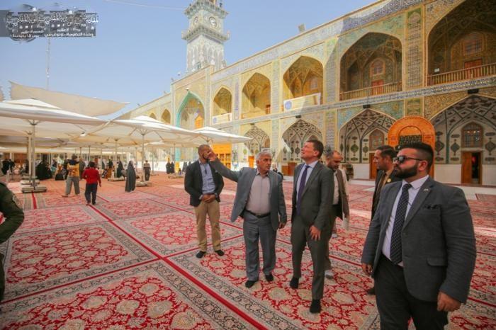 سفیر سوئد در عراق به حرم امیر المؤمنین (ع) مشرف شد