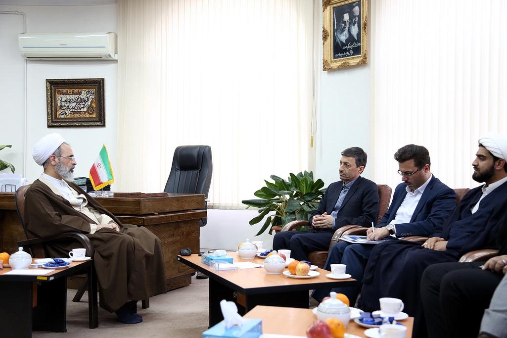 آیت الله اعرافی در دیدار رئیس کمیته امداد