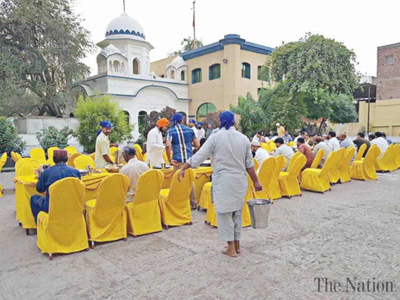 جامعه سیک ها در پاکستان به مسلمانان افطاری دادند