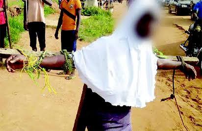 خشم مسلمانان نیجریه از به صلیب کشیده شدن دختر محجبه
