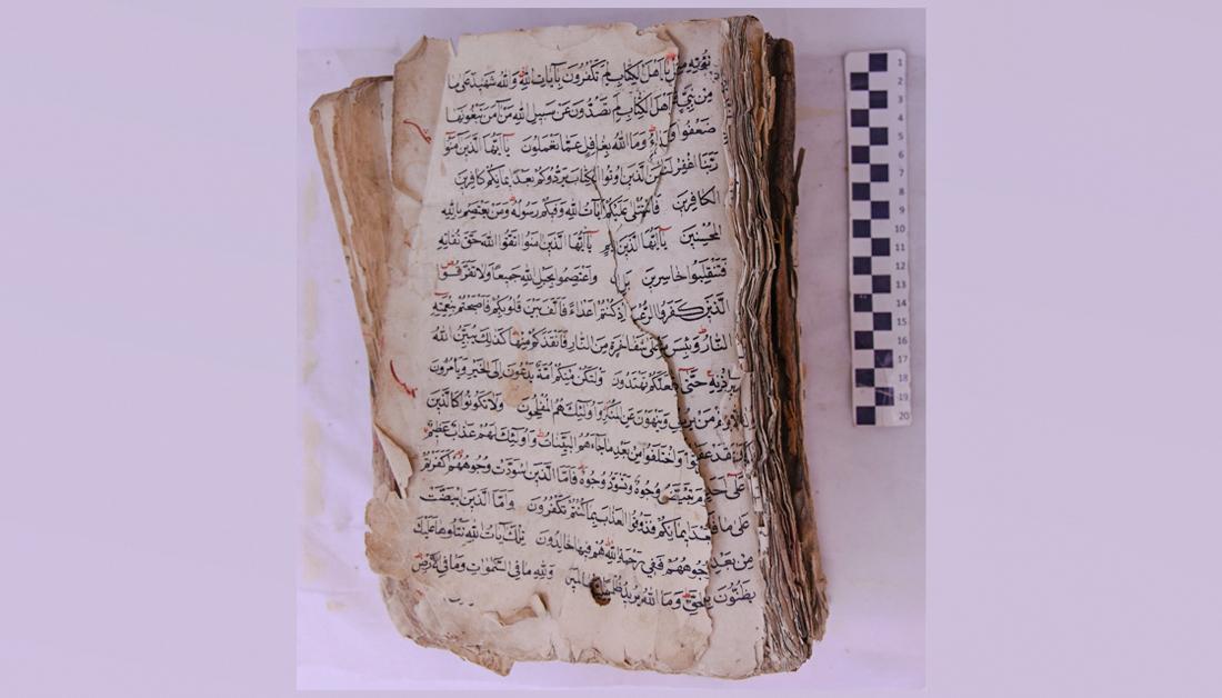 ترمیم نسخه خطی قرآن مربوط به قرن ۱۲ هجری در حرم امام حسین(ع) +تصاویر