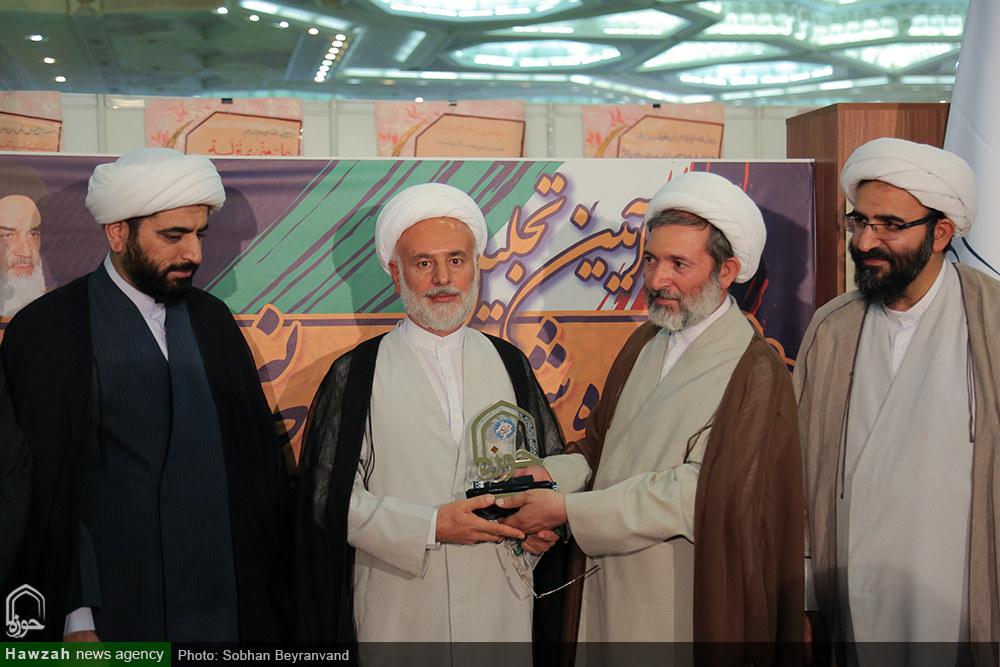 تصاویر/ تجلیل از خانواده اولین شهید روحانی مدافع حرم در نمایشگاه قرآن