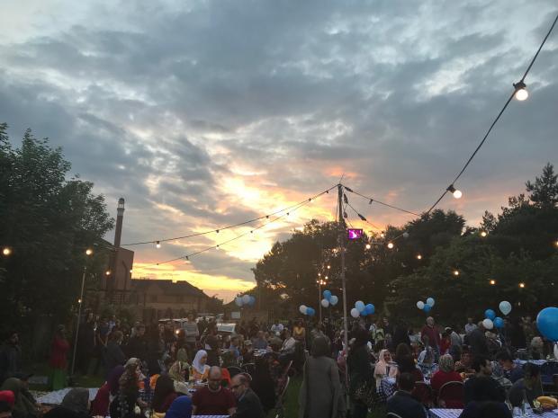تصاویر مراسم «افطاری بزرگ» در آکسفورد که با حضور ۴۰۰ نفر برگزار شد