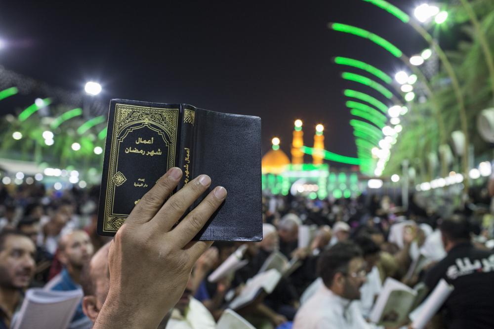 گزارش تصویری از حال و هوای اولین شب قدر در بین الحرمین امام حسین (ع)