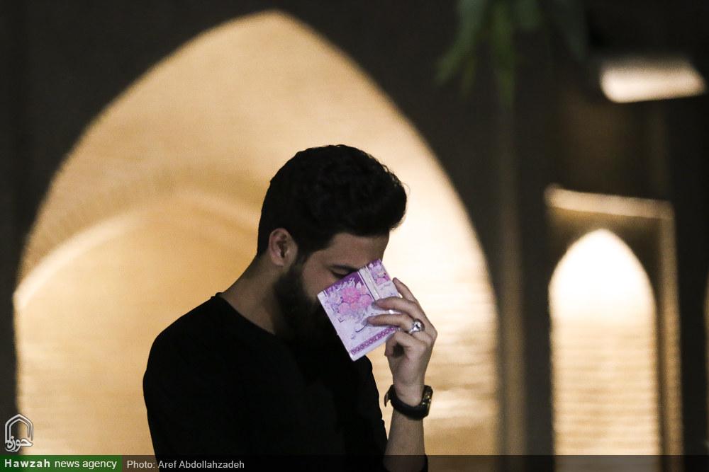 تصاویر/ احیای شب قدر در میان شهدا
