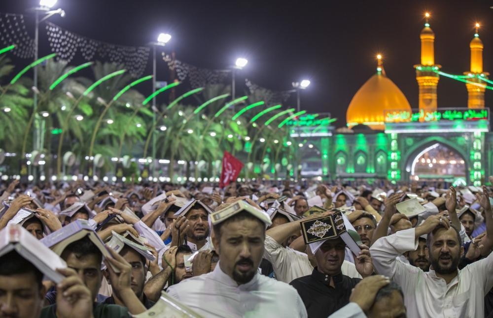 مراسم سومین شب قدر در بین الحرمین کربلای امام حسین (ع) برگزار شد