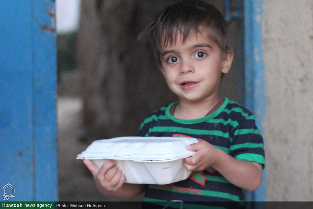 تصاویر/ توزیع غذای نذری و افطاری ساده در خراسان جنوبی